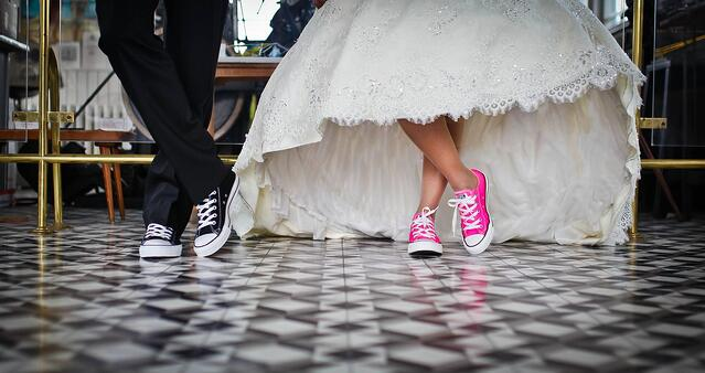 FIVE WAYS TO BUDGET FOR YOUR WEDDING.
