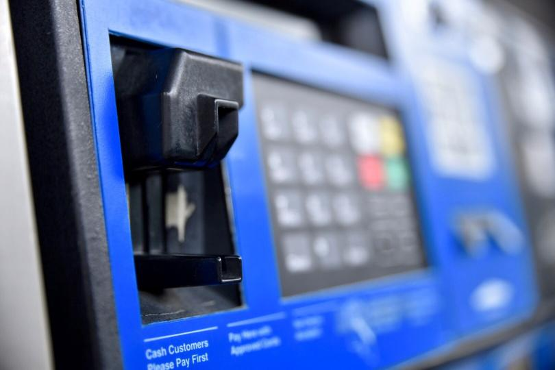 How to avoid card skimmers